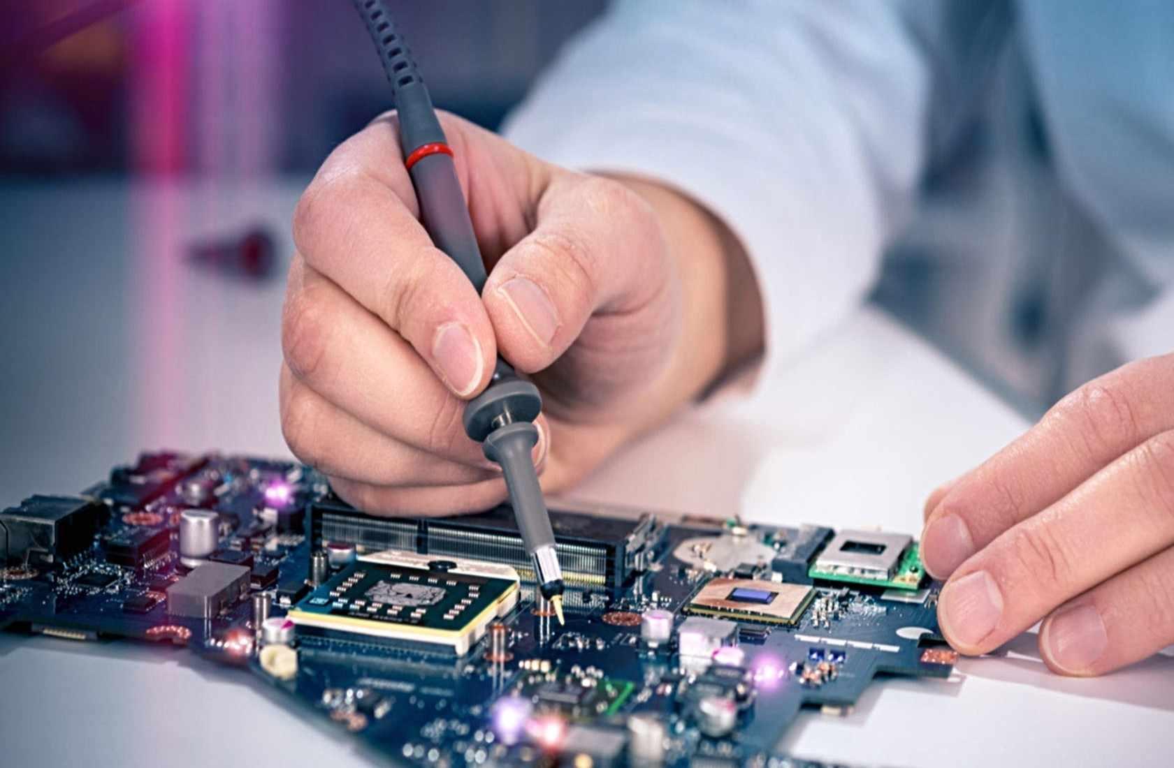 Эта работа требует точности, скрупулезности, ответственности и знания новых модификаций техники