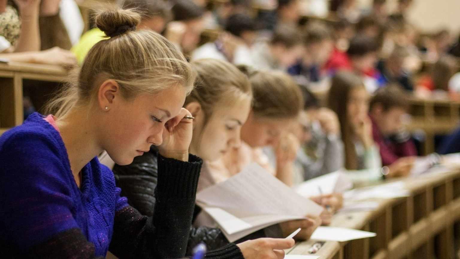 Самые популярные предметы, которые нужны на большинство факультетов - математика, обществознание, история