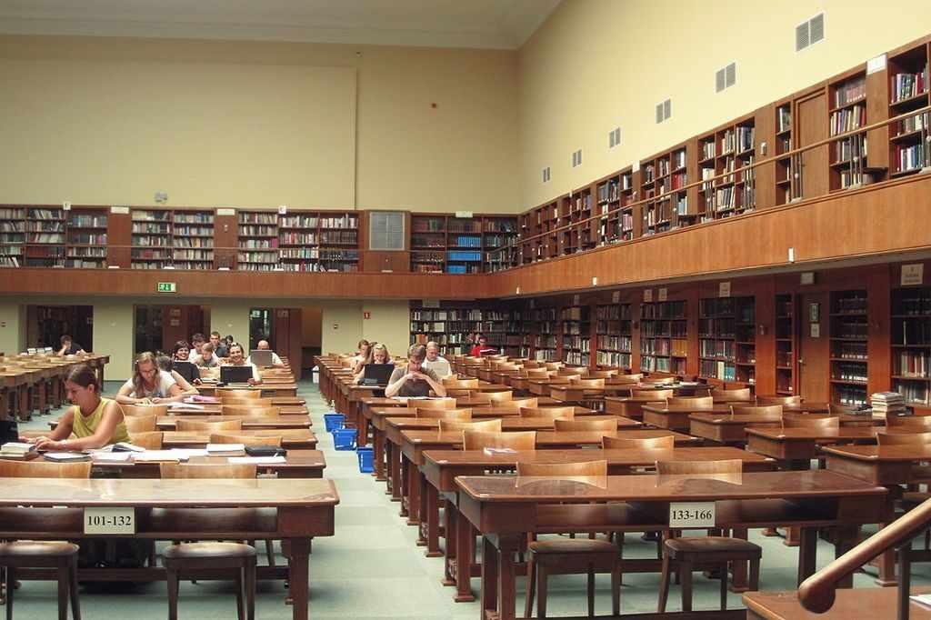 Библиотеки ВУЗов оснащены лучше, чем в техникумах и колледжах