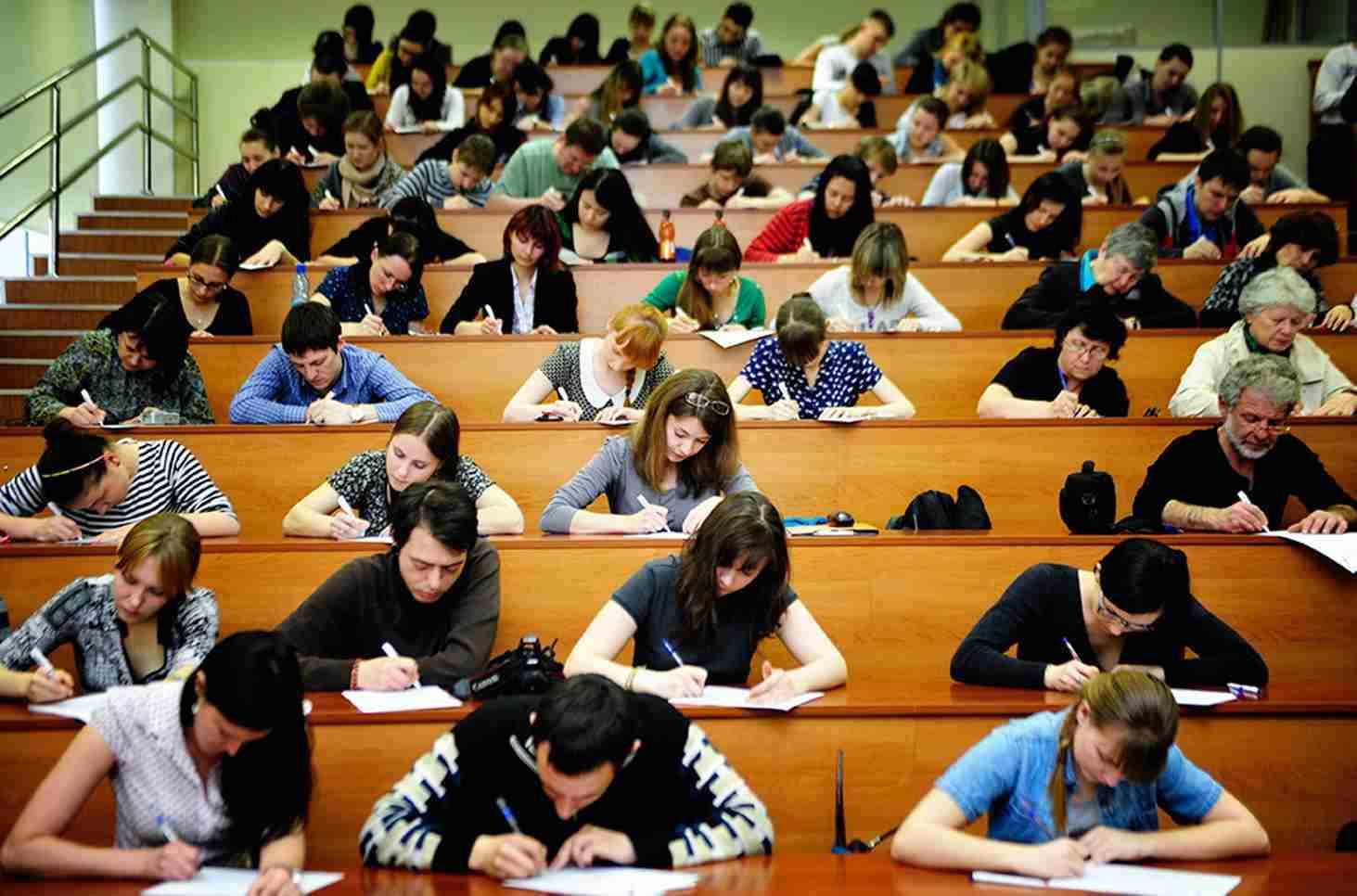 Заочная форма создана специально для тех людей, которые не могут по какой-то причине учиться на дневном отделении, не имеют возможностей ежедневно посещать занятия