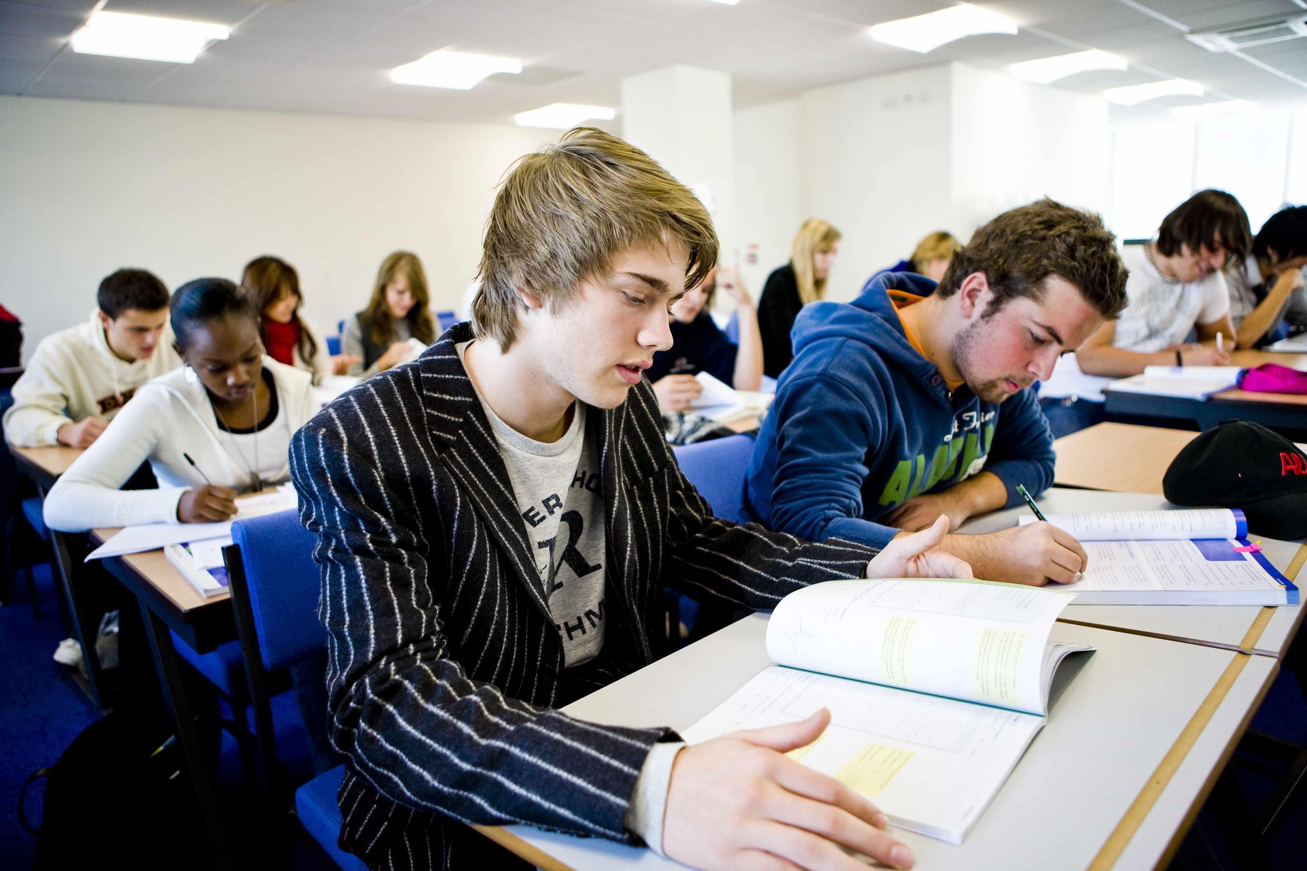 Студенты Университет иностранных языков