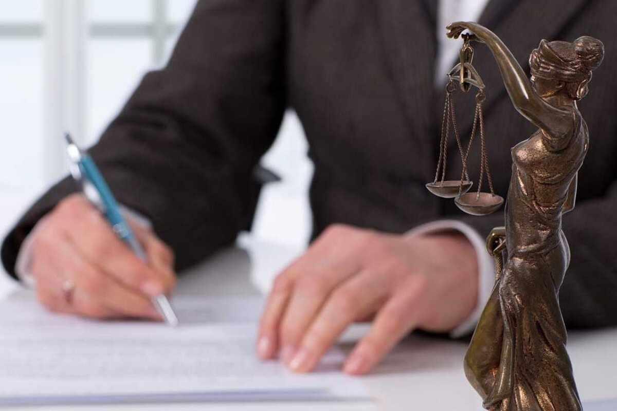 Судебный эксперт – это специалист, обладающий юридическими знаниями