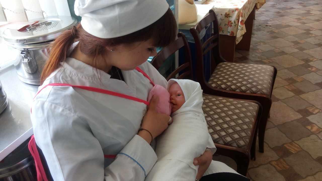 Сестринское дело в педиатрии — это мероприятия по уходу и наблюдению за новорожденными, детьми и подростками