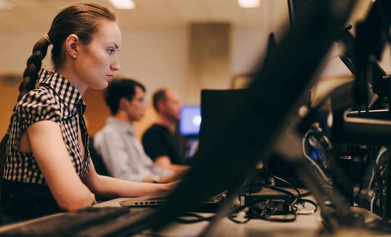 Программисты работают в компании, где нужна доработка программного обеспечения