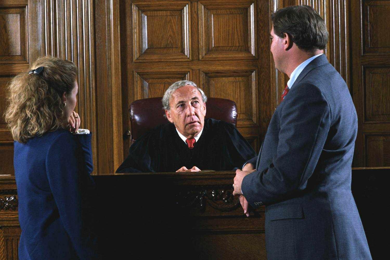 Судья и адвокат