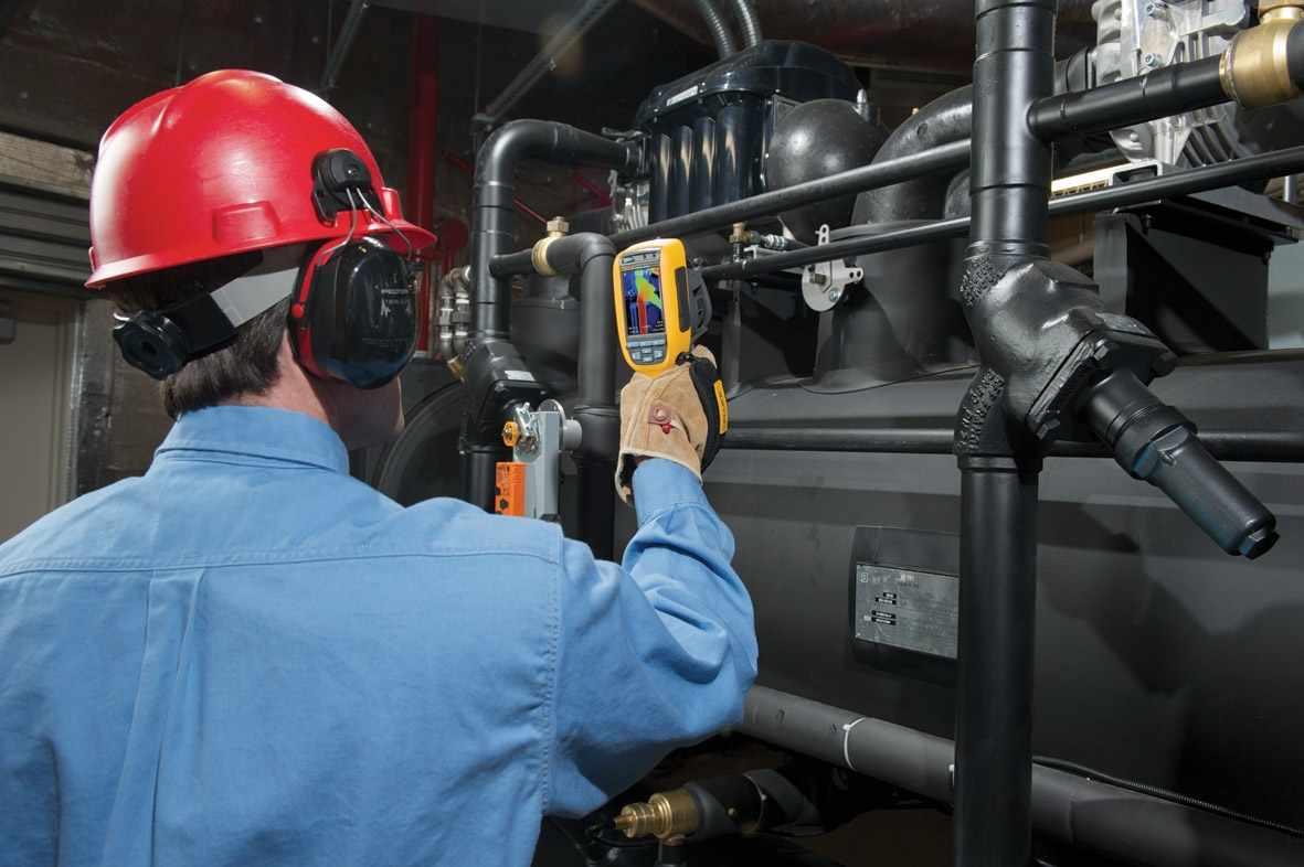 Энергоаудитор — занимается анализом эффективности использования энергетических ресурсов с целью выявления дополнительных возможностей и разработки новых технологий энергосбережения
