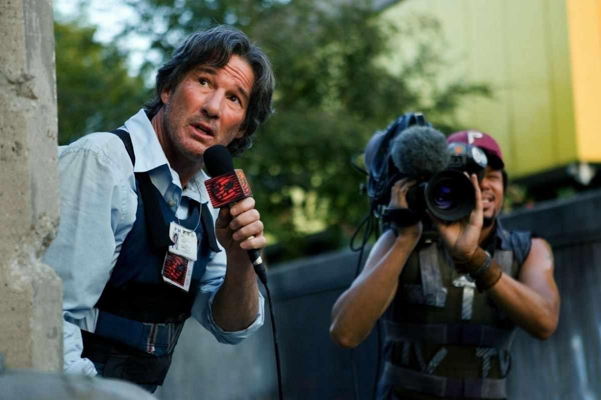 Начинать работу перед камерой рекомендуется с должности редактора или корреспондента, чтобы знать основу профессии