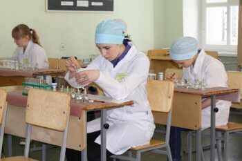 специальности медсестра, ветеринар, фармацевт, акушерка